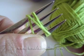Envuelve el hilo al rededor de un tenedor,